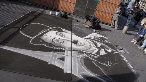 街中に突然アートが現れる。それがパリ。
