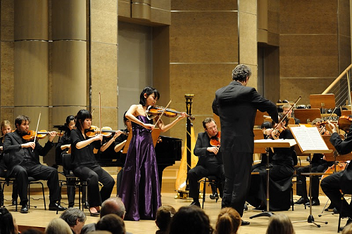 留学1年目の冬。学校のオーディションで選ばれ、学生オーケストラと共演しました。