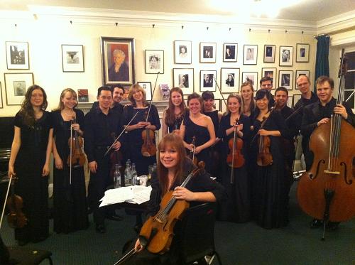 Royal Academy SoloistsのWigmore Hallでのコンサートの後に楽屋で Royal Academy Soloistsは学校のオーケストラオーディションで成績優秀だった生徒たちによる弦楽合奏団で、1年間この合奏団に所属しました。この時はScottish Ensembleというプロの合奏団とのコンサートで、彼らと一緒にティペットの二重弦楽合奏のための協奏曲を演奏しました。憧れだったWigmore Hallで演奏することができて、幸せでした。
